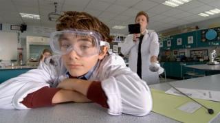 Hank Zipzer - Season 1, Episode 7 (The Day I Flunked Chemistry)
