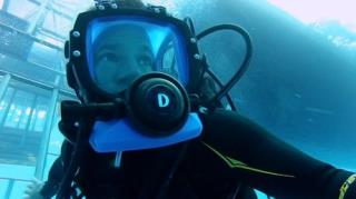 Deadly Pole to Pole - Season 1, Episode 15 (Shark Island)